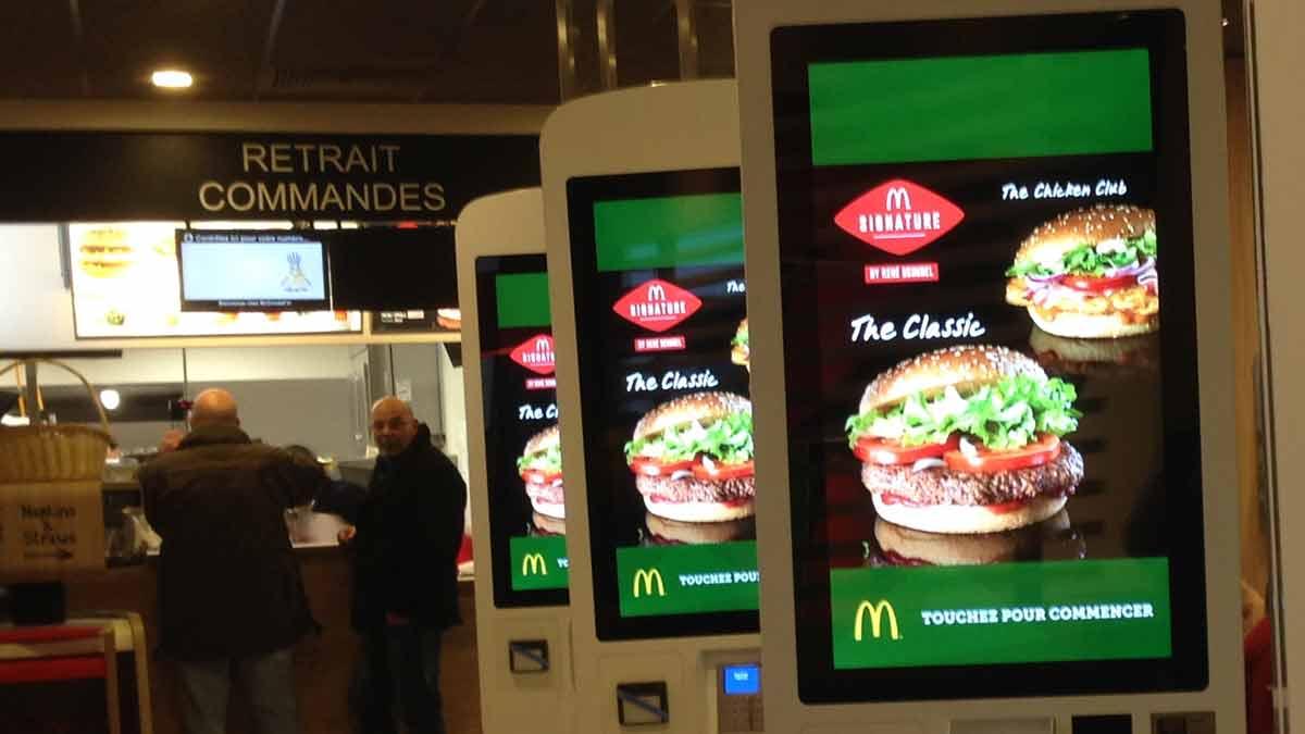 McDonald's : un employé balance du lourd sur l'hallucinant système derrière les commandes !